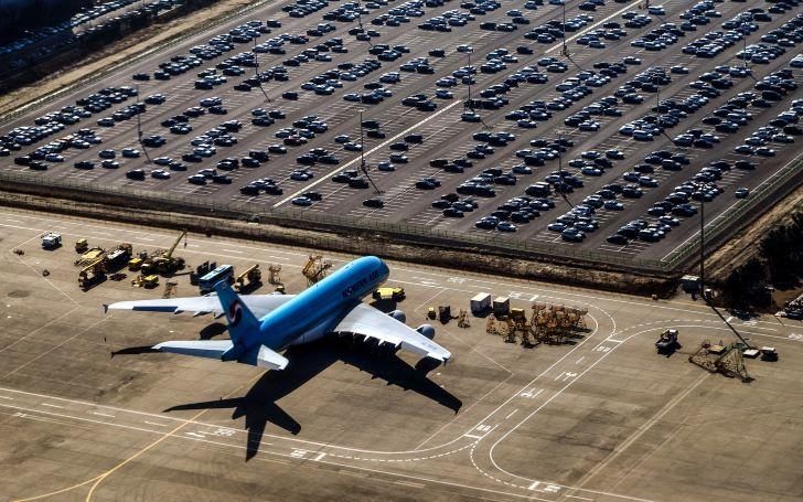 Parkeren bij een vliegveld